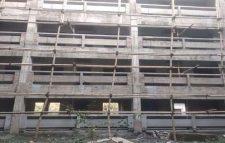 কুবির নির্মাণাধীন ভবনের ৫ তলা থেকে পড়ে নির্মাণ শ্রমিক আহত