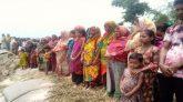 রাজারহাটে নদী ভাঁঙ্গন রোধে স্থায়ী ব্যবস্থা গ্রহণের দাবীতে মানব বন্ধন